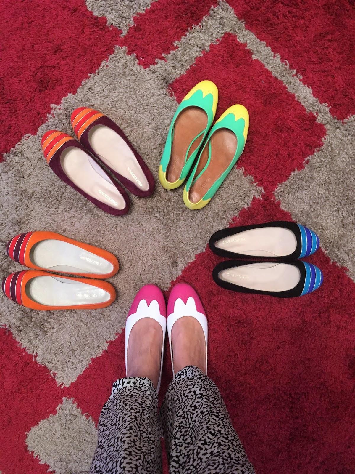 Todos los zapatos están realizados en cuero por dentro y por fuera  con  excelentes terminaciones y muchos de ellos cuentan con apliques de pedrería  y ... 7f4687e5106