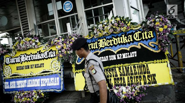 Pascaledakan, Karangan Bunga Berjejer di Terminal Kampung Melayu
