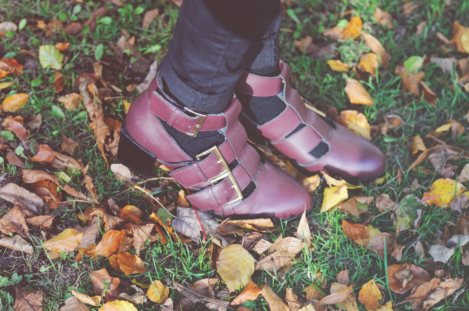 how to wear cut out boots, cut out burgundy boots