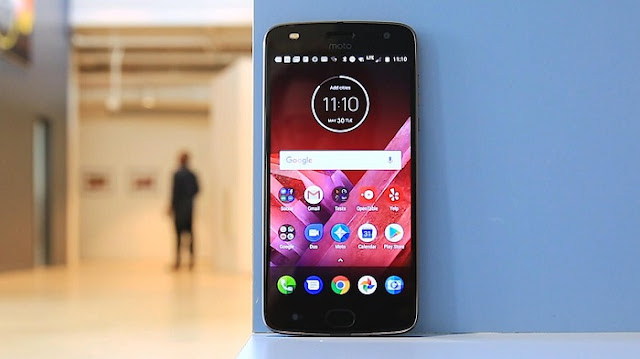Smartphone Gaming Terbaik - Moto Z2 Force