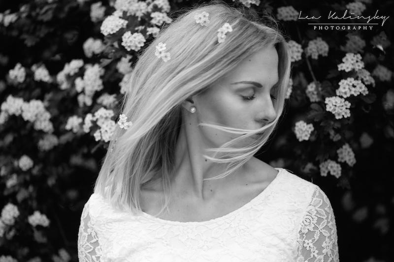 verträumtes Portrait mit Blüten