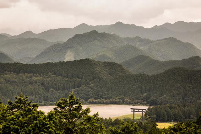 Oyunohara Torii desde la distancia :: Canon EOS5D MkIII | ISO200 | Canon 24-105@105mm | f/9.0 | 1/100s