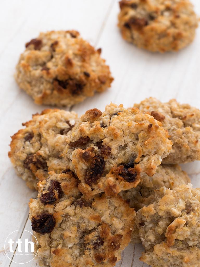 Kokosowe ciasteczka z komosy ryzowej z rodzynkami - przepis weganski, bezglutenowy, bez cukru