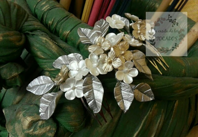 peineta para novia en colores metalizados con hojas alargadas