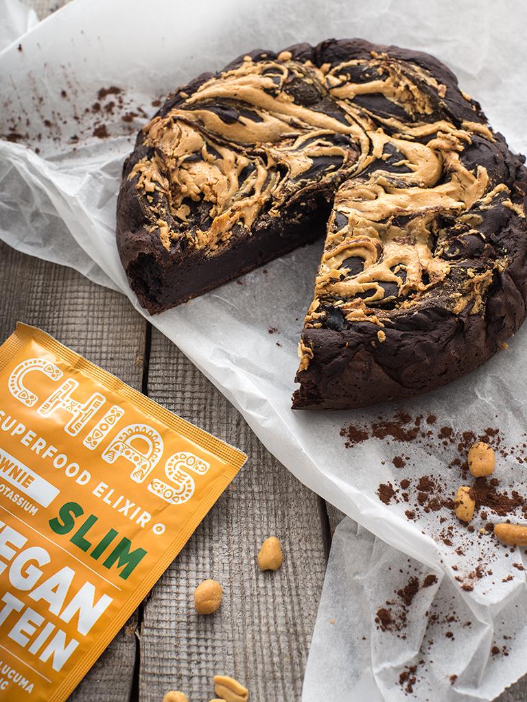 Proteinowe brownie z maslem orzechowym - przepis weganski, bezglutenowy, bez cukru