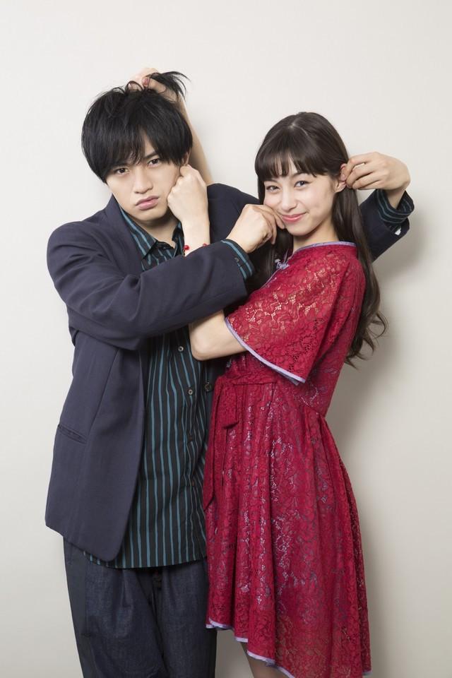 Kento Nakajima y Ayami Nakajo, actores que interpretarán a Raku y Chitoge