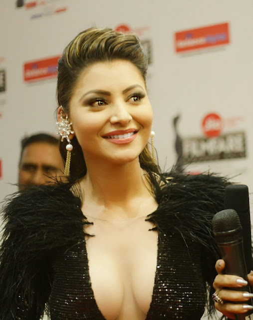 Most Elegant and Beautiful Urvashi rautela at Jio Filmfare Awards