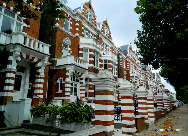 Uma rua do bairro de Saint John's Wood, Londres