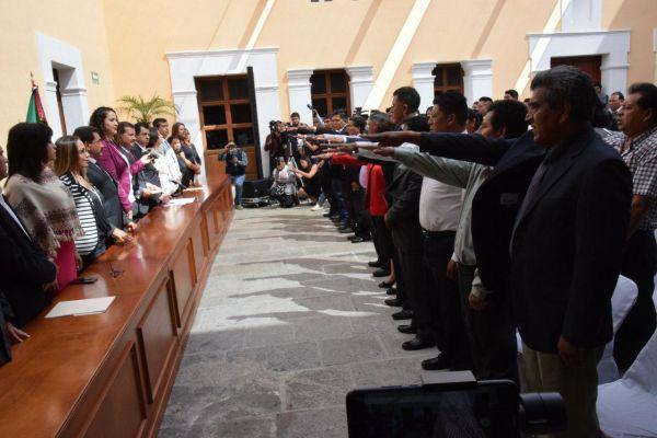 Rinden protesta presidentes auxiliares de Cholula