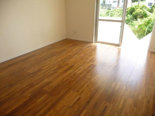 集合住宅の床に使用したチーク無垢フローリング・リビング