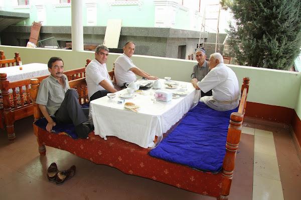 Tadjikistan, Douchanbé, chaïkhana Roxhat, Salimsho Halimsho, tapshan, tapchane, © L. Gigout, 2012