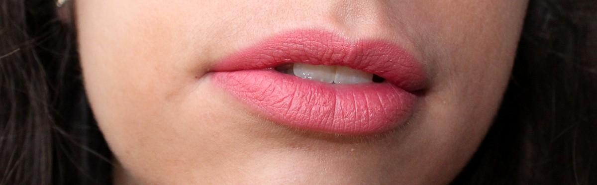 rouge à lèvres corail nude