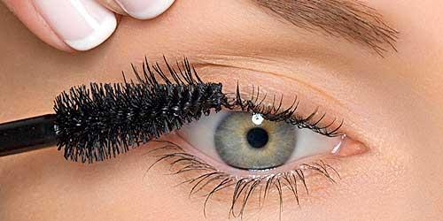 tip de maquillaje para aplicar mascara de pestañas