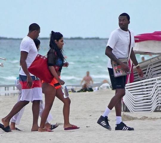 18808790 1720268408266241 7328373534613307392 n - Meek Mill pictured at the beach with his girlfriend (photos)
