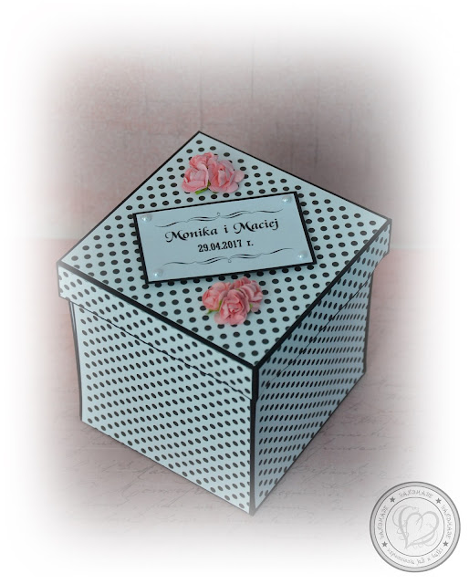 Ślubny exploding box w kolorystyce czerni, bieli i różu