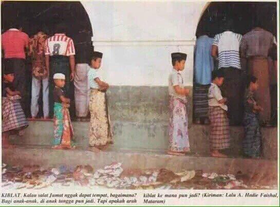Foto Anak-Anak Sholat Tidak Menghadap Kiblat