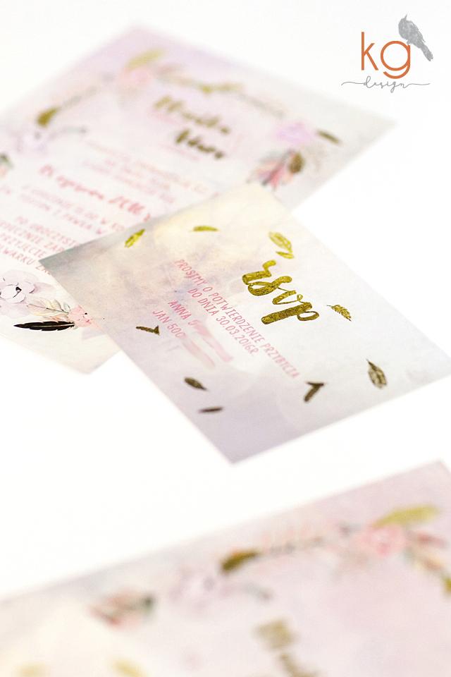 boho, piórka, złoty, brokat, w folderze, ekologiczne, brudny róż, sznurek lniany, rustykalne, papeteria ślubna, papier eko, złote, ekologiczne-w-folderze-zaproszenia-slubne_styl-boho_piorka_sznurek-lniany_zloto-brokatowe_rustykalne_romantyczne_brudny-roz_rsvp_papier-ekologiczny_KG-Design_papeteria-slubna, oryginalne, nietypowe, wyjątkowe, romantyczne zaproszenia ślubne, zaproszenia na ślub, papeteria weselna, papier ekologiczny w folderze, złote zaproszenia, srebrne zaproszenia ślubne, brokatowe zaporszenia, błyszczące, pozłacane, KG Design Poligrafia ślubna, nietypowe zaproszenia ślubne, oryginalne, wyjątkowe, romantyczne,