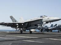 JET TEMPUR F-18 MILIK AMERIKA SERIKAT JATUH DI LAUT SULAWESI