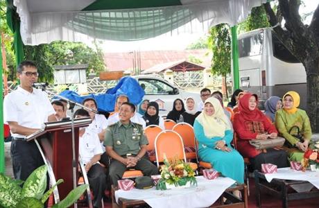 Gubernur Irwan Resmikan Pasar Tani di Parkiran Kantor Gubernur Sumbar