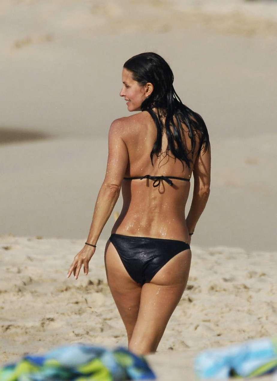 Jennifer beach cox courteney aniston