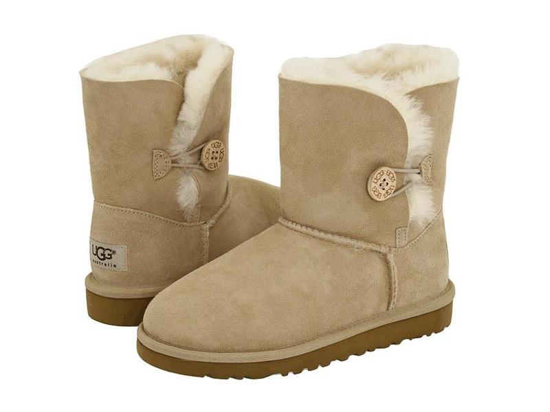 b74e35a36fd Třetí místo je právě pro tyto nízké bílé Converse boty !