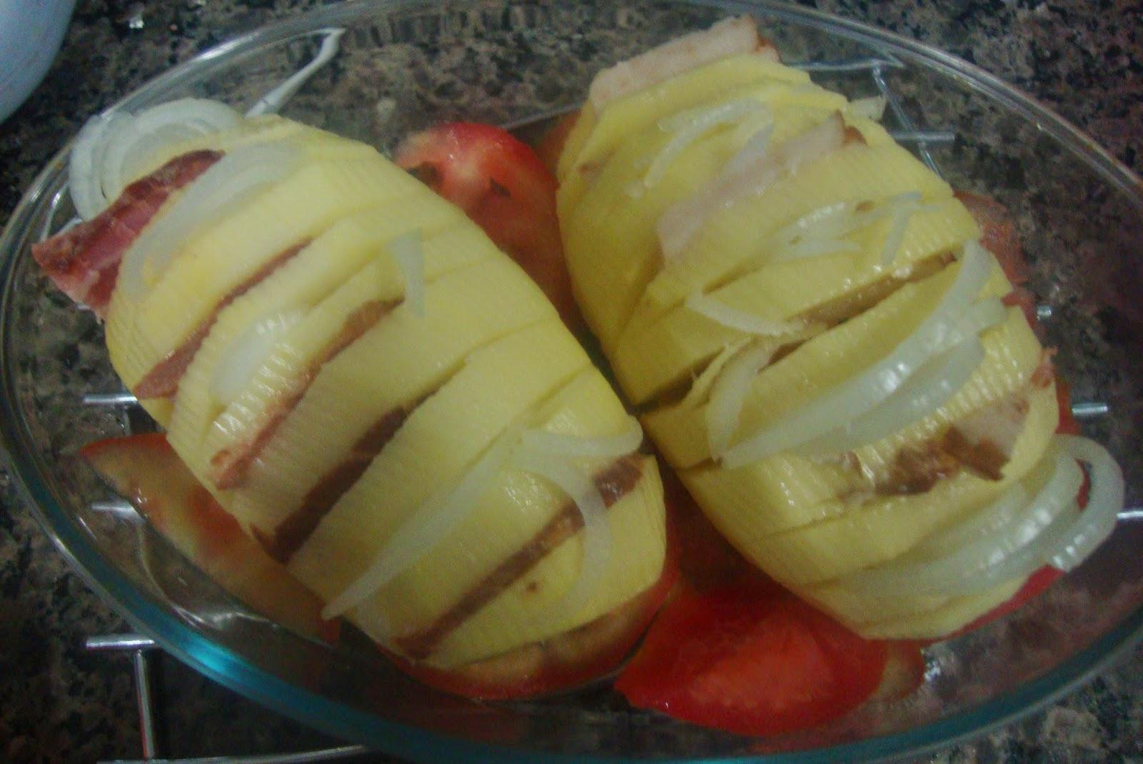 Batata recheada com bacon e cebola
