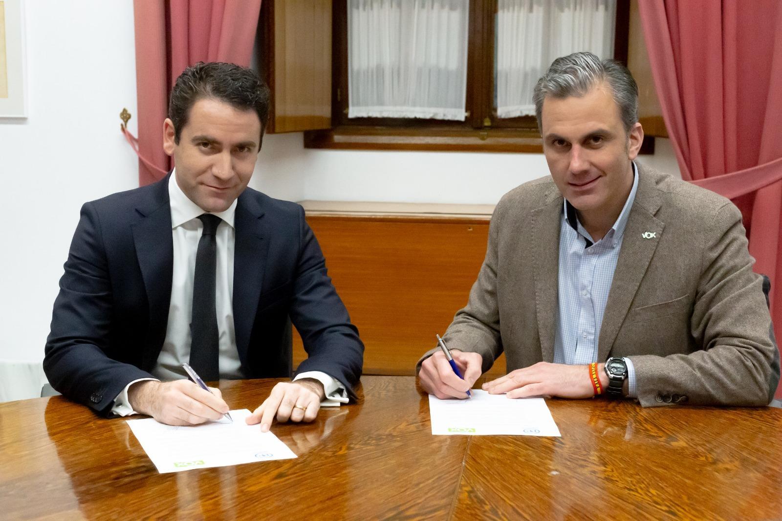 LA RATONERA: ¿Qué diferencias hay entre PP y VOX? Con Jesús Cantero, Armando Robles y Santi Fontenla