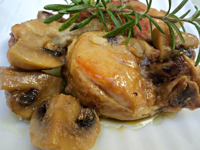 pollo-cazuela-champiñones-cerca