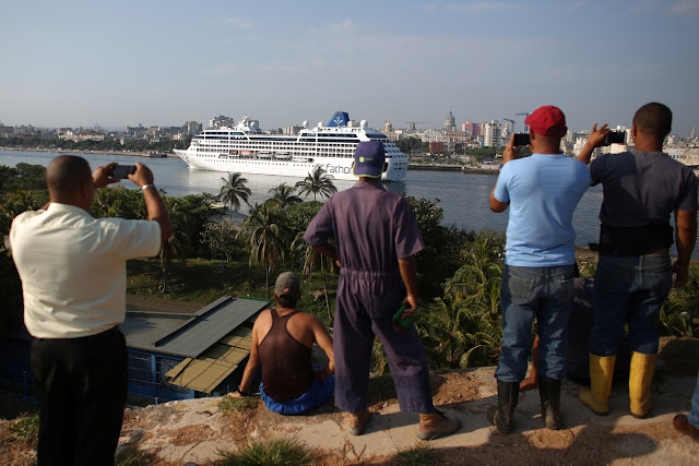 People look at the arrival of U.S. Carnival cruise ship Adonia at the Havana bay, the first cruise liner to sail between the United States and Cuba since Cuba's 1959 revolution, Cuba, May 2, 2016. REUTERS/Alexandre Meneghini