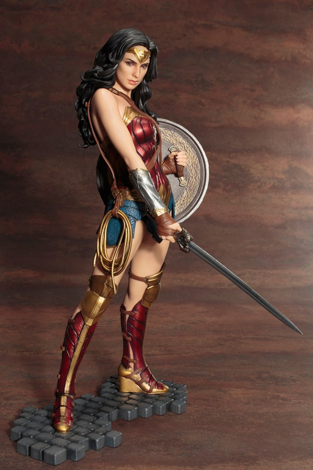 Action Figures: Marvel, DC, etc. - Página 5 WonderWoman_02