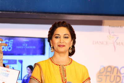madhuri-dixit-breaks-down-on-tv-set