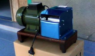 mesin parut kelapa mini malaysia,parutan kelapa manual,harga mesin parut kelapa malaysia,bahan bakar bensin,motor bensin,alat parut kelapa tradisional,