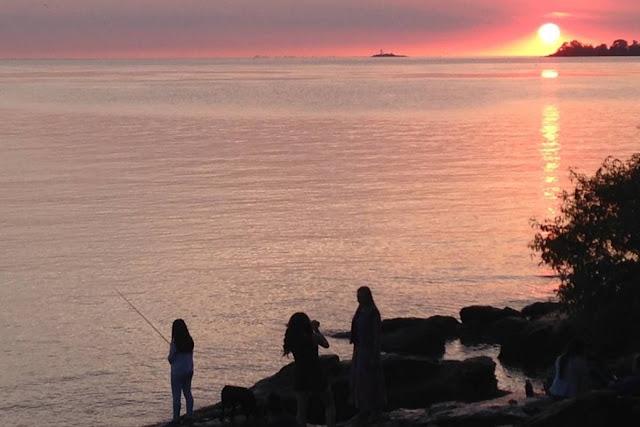 Rio da Prata visto do Uruguai. A simples observação refuta os pânicos sobre a água doce