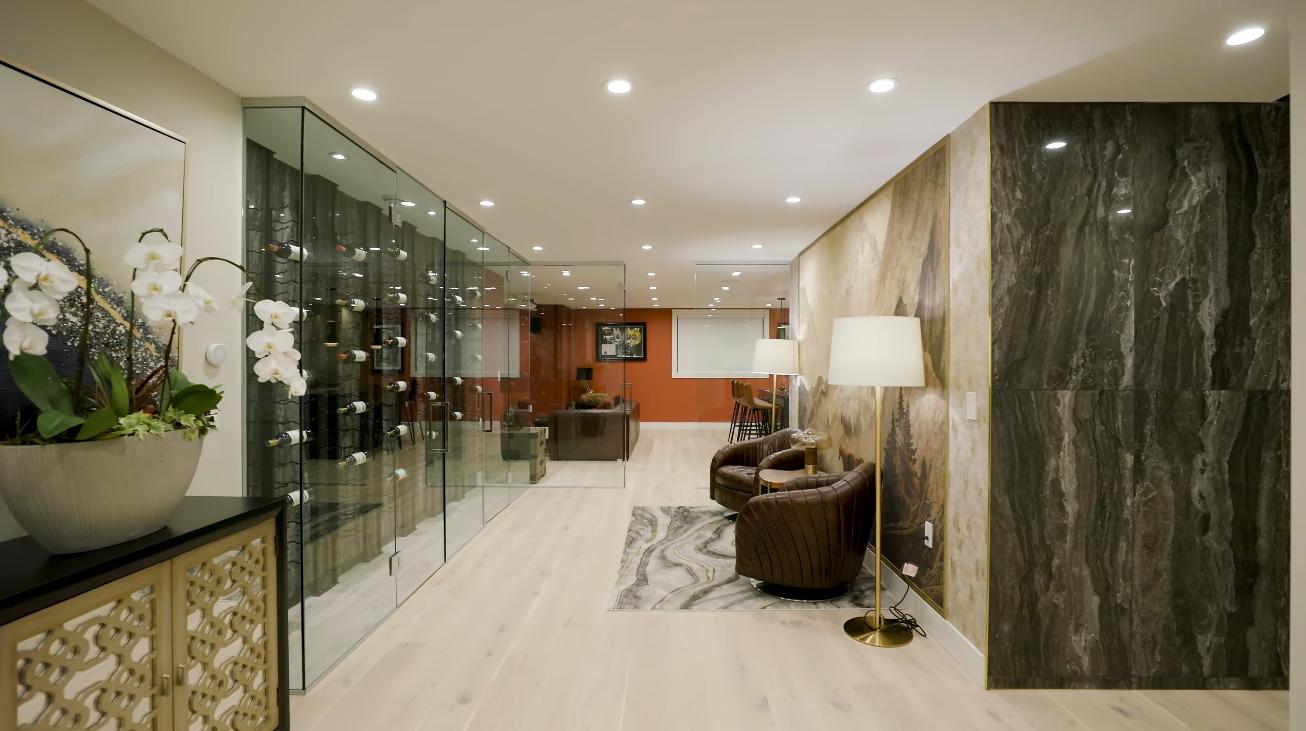 39 Photos vs. Edgemont Blvd, North Vancouver Luxury Home Interior Design Tour