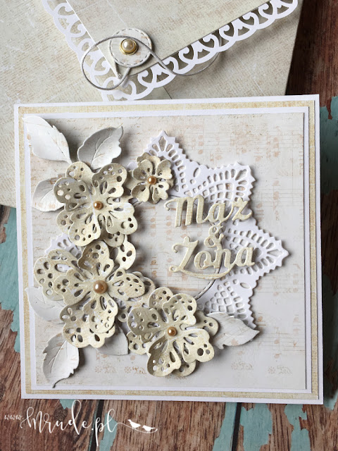 Ręcznie robiona kartka ślubna w pudełku.