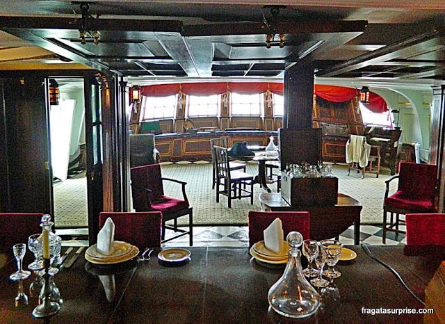 Cabine do Almirante Nelson a Bordo do HMS Victory, nos Estaleiros Históricos de Portsmouth, Inglaterra