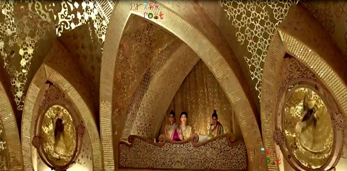 Priyanka Chopra as Kashibai seeing mirror images of Mastani Deepika Padukone in Deewani Mastani song set Aaina Mahal