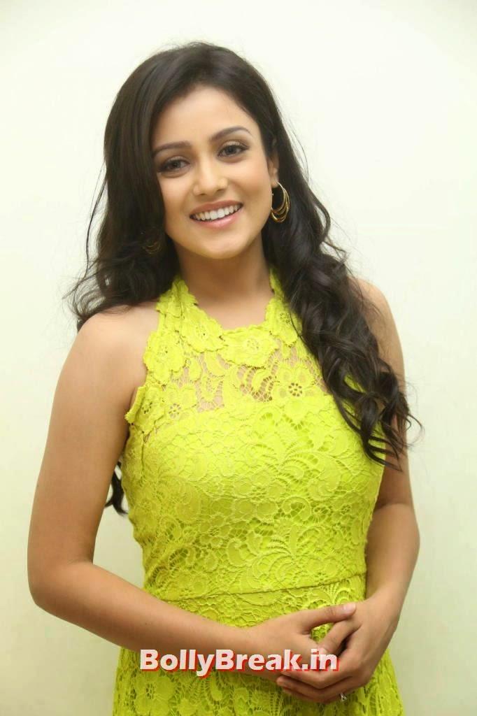 Mishti Chakraborty Stills At Chinnadana Nee Kosam Movie Audio Launch, Mishti Chakraborty hot Hd Images in Green Dress