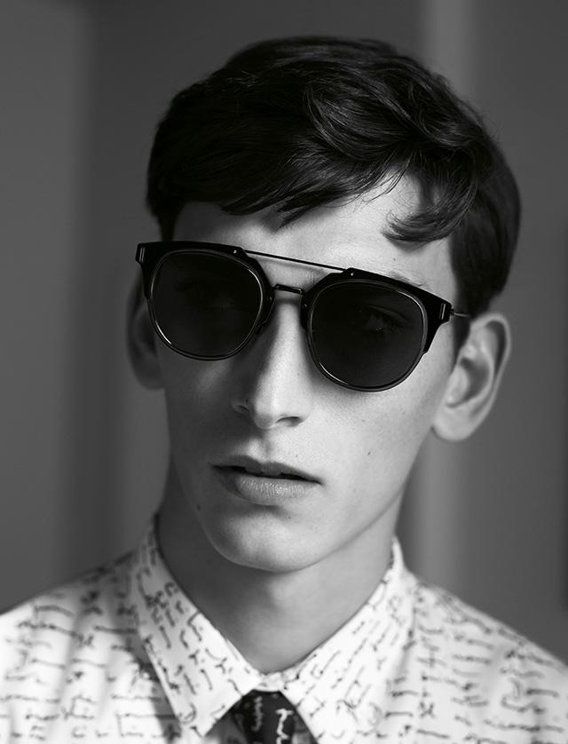 78fd2d363 O modelo de óculos de sol Dior Composit 1.0 é mais um lançamento que  surpreende com seu design futurista, ele possui lentes planas com uma  moldura de metal ...