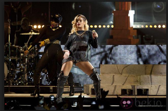 Rihanna Bailando