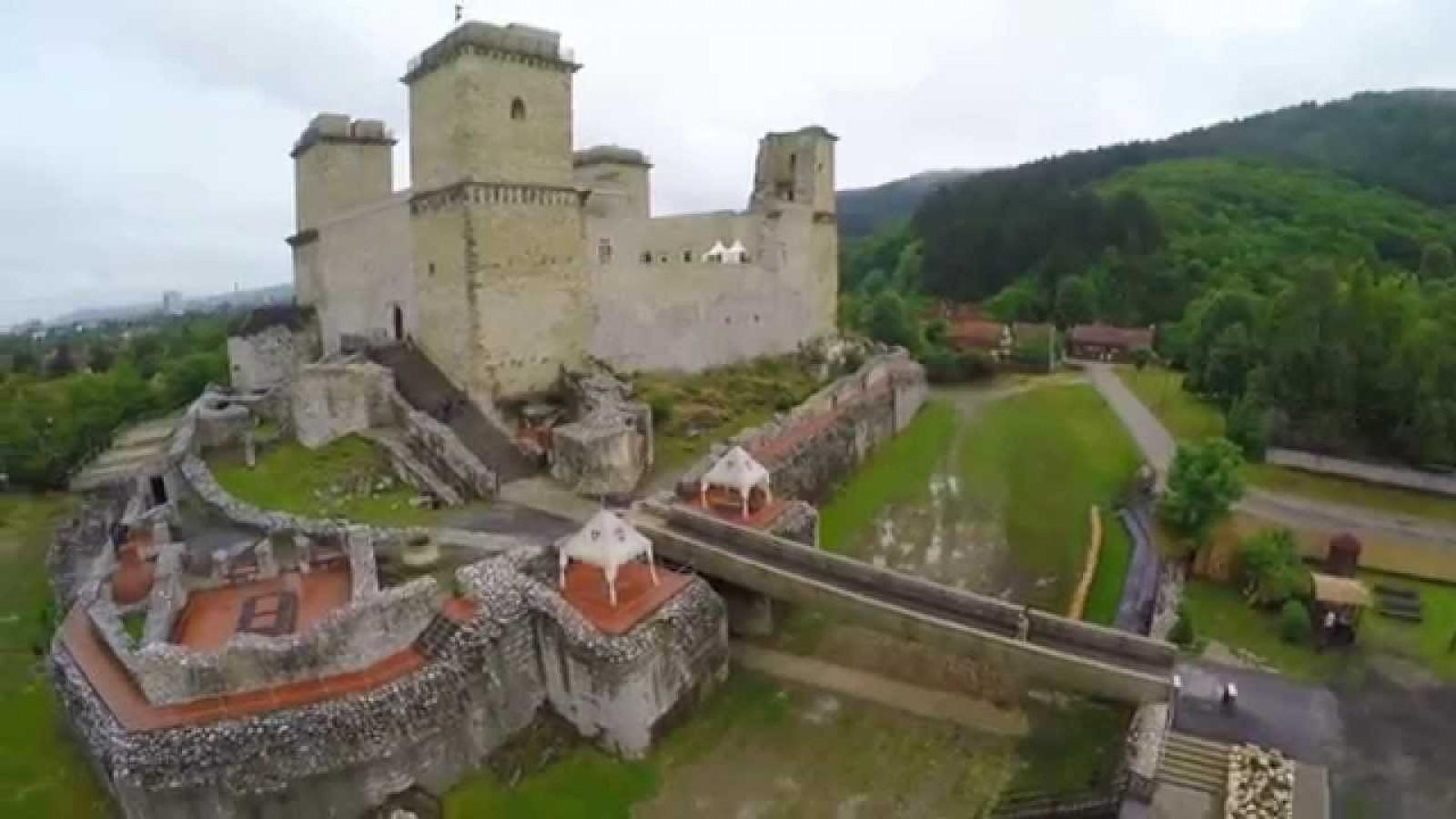 388d73e0e1 Az újabb fejlesztést követően a vár valóban visszanyeri régi patináját, és  a Nagy Lajos korabeli állapotokat fogja tükrözni.