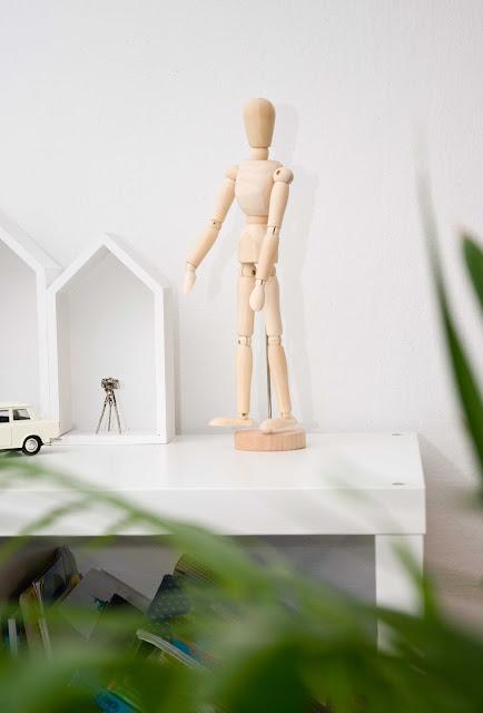 drewniany manekin ozdoba na półkę z Netto