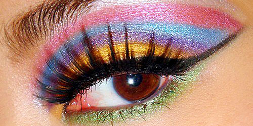 maquillaje de ojos arcoiris con 6 colores
