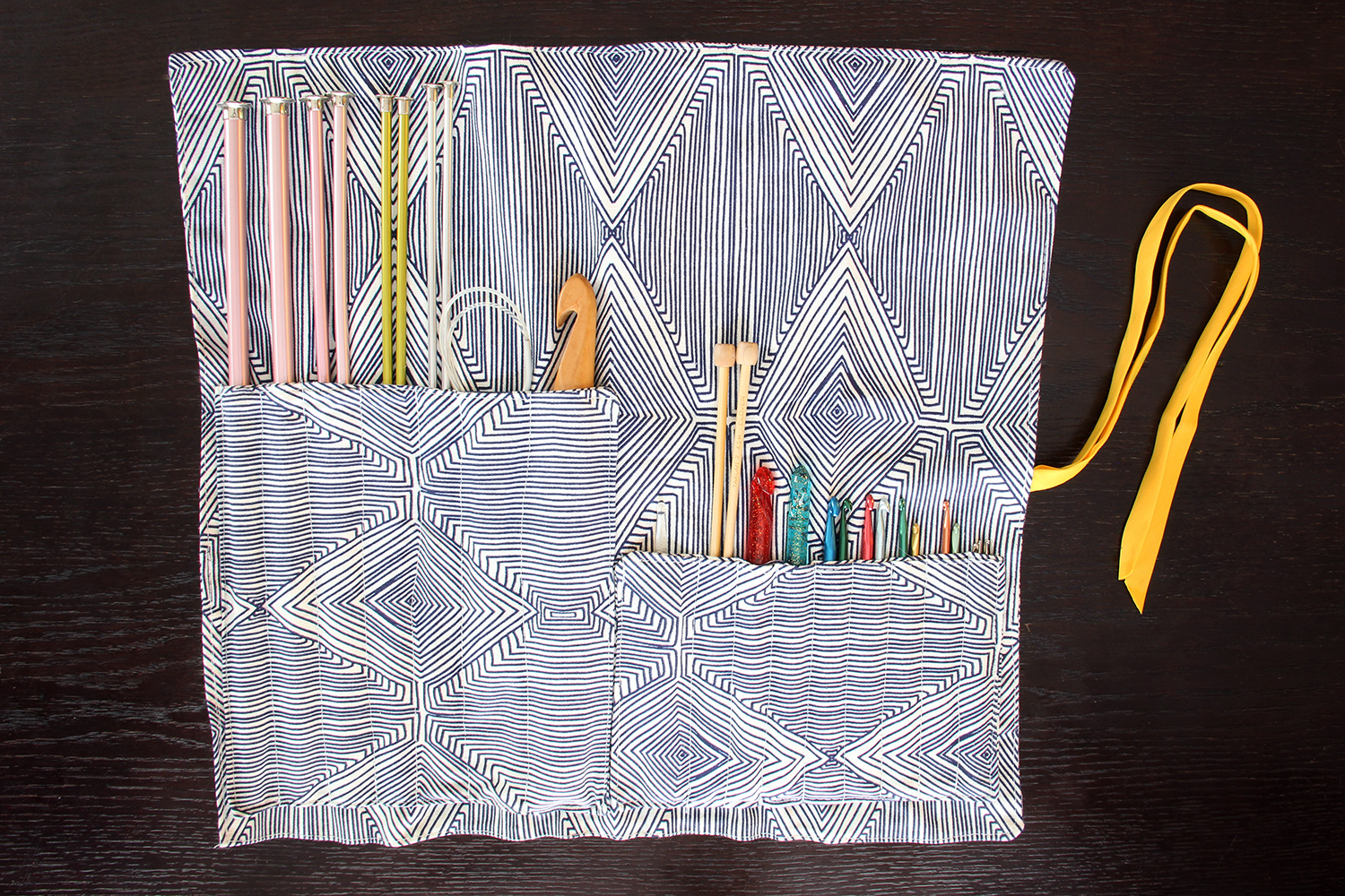Rolled Needle Case: How organized! Make your own with this tutorial.