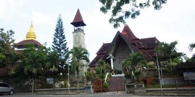 Peribadatan Puja Mandala Bali