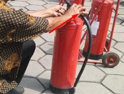 cara membuka selang valve tabung apar
