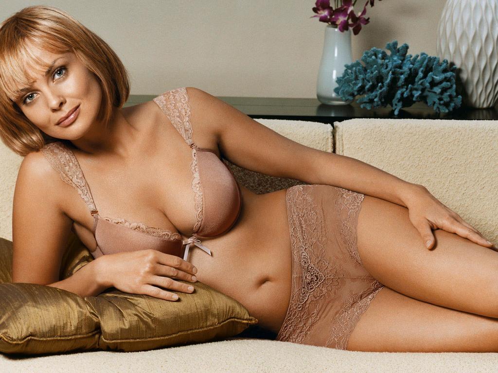 Izabella scorupco nude