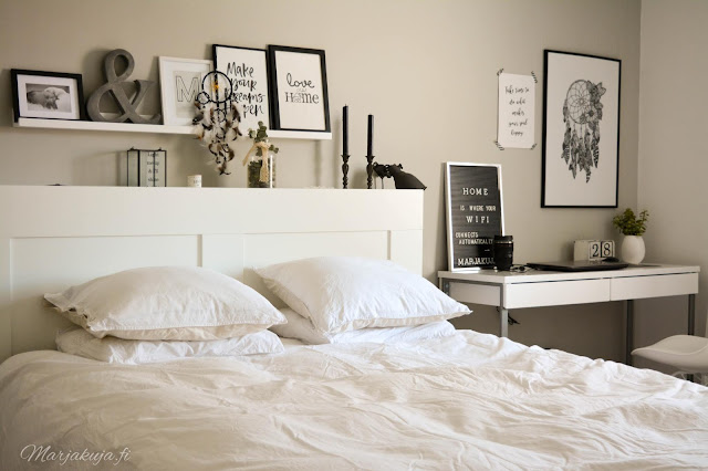 makuuhuone sisustus skandinaavinen jysk valkoinen sänky taulu