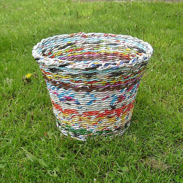 koszyk z papierowaj wikliny