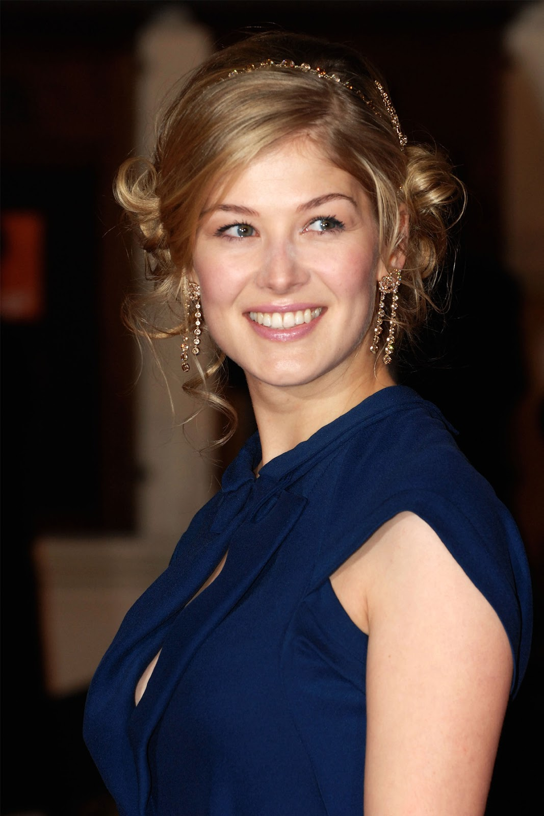 Rosamund Pike | HD Wal...